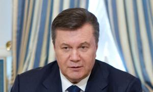 Президент украины виктор янукович и генеральный директор мдц артек елена поддубная возле детского лагеря морской